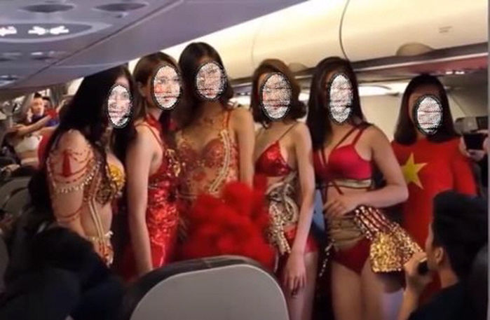"""If the players and coaching staff were unaware of the recognition that awaited them back home, they were given a taste of it thanks to a poorly thought out """"marketing campaign"""" by flight provider Vietjet, which constituted of lingerie-clad models serving as flight attendants on the soccer team's private jet.  (Image: Youtube screenshot)"""