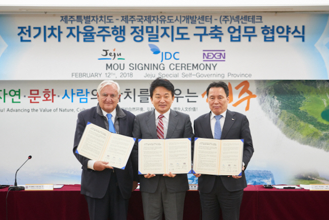 Jeju's governor Won Hee-ryong, JDC chairman Lee Kwang-hee and Nexen Tech chairman and former French prime minister Jean-Pierre Raffarin were in attendance to partake in an MOU signing ceremony on government premises on February 12. (Image: Nexen Tech)