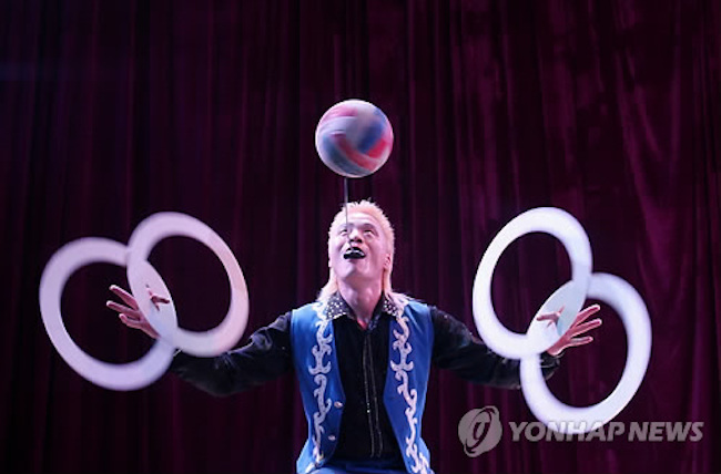 "Park Il-gyu, the lead director of the project, said, ""The goal is to touch the hearts of the audience through a new storytelling method that fuses together the circus, which is the pinnacle of human physical performance, and artificial intelligence, which can surpass human intellect."" (Image: Yonhap)"