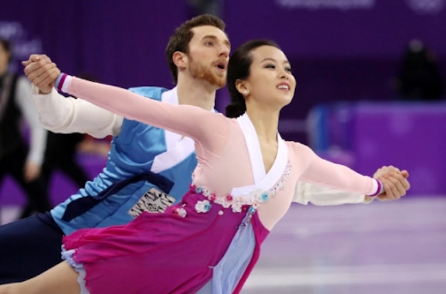 "After touching the hearts of South Koreans with their ""Arirang"" performance at the PyeongChang 2018 Winter Olympics, figure skating pair Yura Min and Alexander Gamelin expressed their gratitude for the outpouring of support they have received since. (Image: Yonhap)"