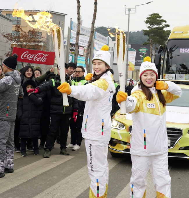 Model Han Hyun-min and archery duo Jang Hye-jin and Choi Mi-sun – two-thirds of the gold medal winning women's archery team from the Rio Olympics – made visits to the towering red Coca-Cola dispenser. (Image: Coca-Cola)