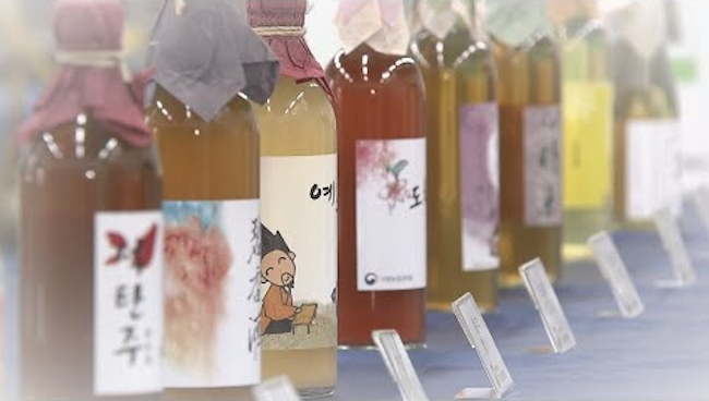 Recent market analysis has revealed that women in their 20s and 30s comprise nearly half the consumer base for Korean traditional alcoholic beverages. (Image: Yonhap)
