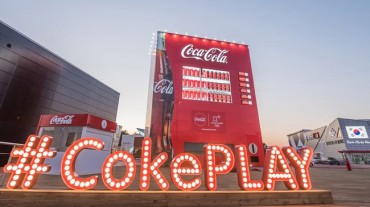 Giant Coca-Cola Landmarks a Hit