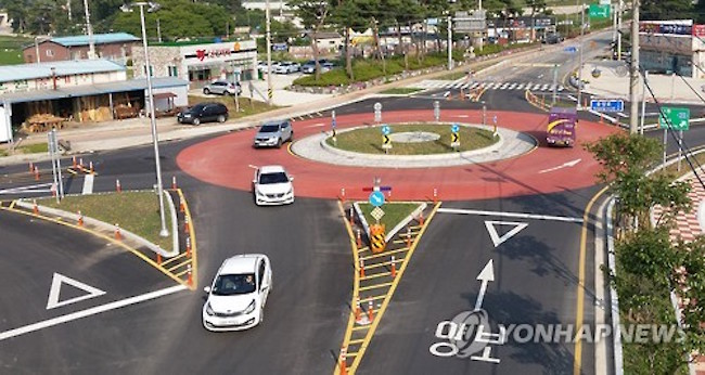 As a preventative measure against traffic accidents and upgrading road infrastructure, the Ministry of Interior and Safety has ordered the construction of 484 roundabouts since 2010.  (Image: Yonhap)