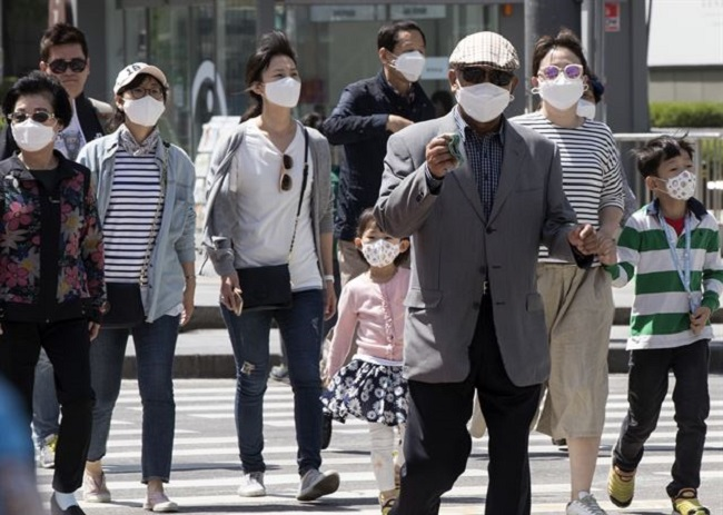 """If the government at the national or local level supplied masks to these individuals it would be a big help."" (Image: Yonhap)"