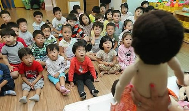 At the February 1 meeting, the Ministry of Education decided that empty classrooms will serve as kindergartens that can also assume the role of preschool and childcare centers. (Image: Yonhap)