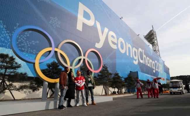 In a survey conducted by pollster Embrain Trend Monitor last month, just over half of the respondents knew about the schedule and venues for the Winter Olympics, with fewer South Koreans showing interest in the sports events than four years ago. (Image: Yonhap)