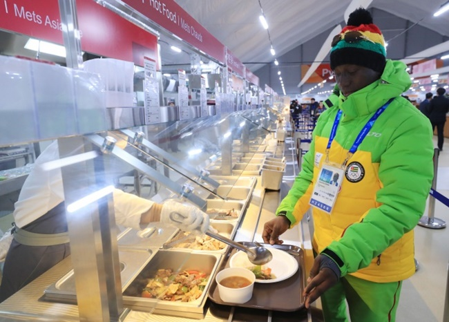 The cafeterias at the athletes' villages have turned into an international food expo, with hundreds of kitchen staff including 180 chefs, 40 bakers and 15 nutritionists providing a total of 420 kinds of dishes to cater to winter athletes from around the world. (Image: Yonhap)