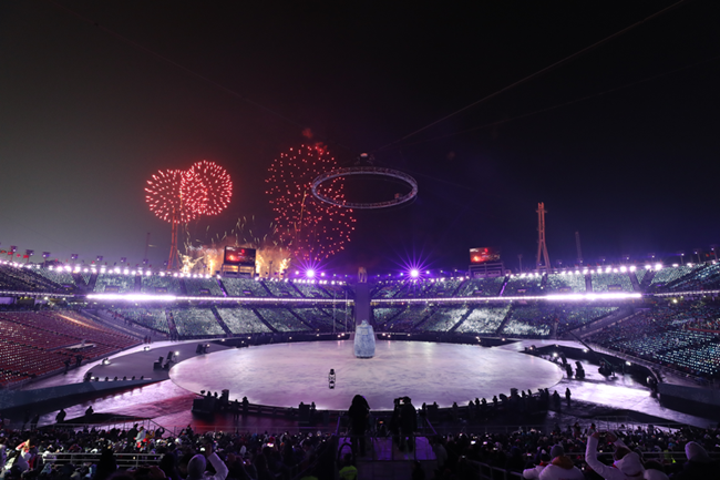 The opening ceremony of the PyeongChang Games last Friday was a monumental showcase of 5G mobile technology, starting from a carefully orchestrated eye-opening drone show to a giant bright dove display of glowing LED candles. (Image: Yonhap)