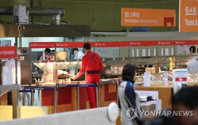Athletes are eating like champions at the PyeongChang Olympic villages with competition set to begin later this week, with some eating up to 12 burgers in a single meal. (Image: Yonhap)