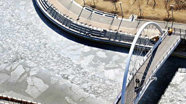 Waters Around Songdo Central Park Freeze Amid Severe Cold Snap
