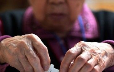 Government to Invest 1 Trillion Won to Fight Dementia