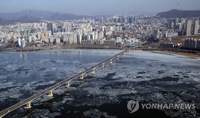 The Korea Meteorological Administration (KMA) has announced plans to integrate a 60-billion-won supercomputer into its operations by 2020. (Image: Yonhap)
