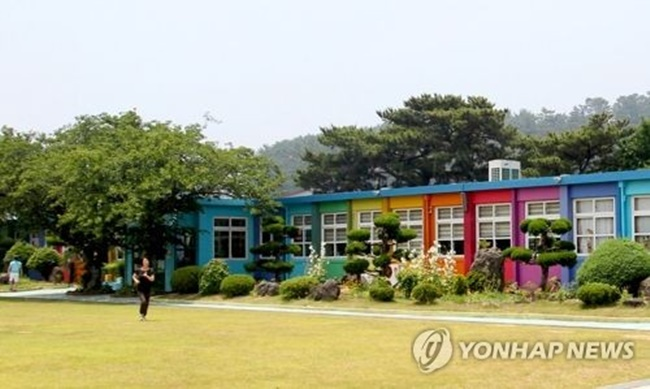 An increasing number of elementary schools in the South Korean countryside are facing closure, with many temporarily shut down, as young people continue their exodus from farming and fishing communities. (Image: Yonhap)