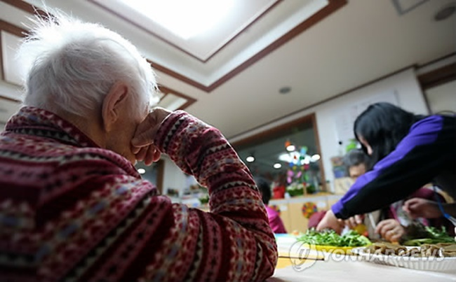 The South Korean government will spend one trillion won on dementia research, care and infrastructure over the next 10 years, as patient numbers are set to reach 3 million by 2050. (Image: Yonhap)