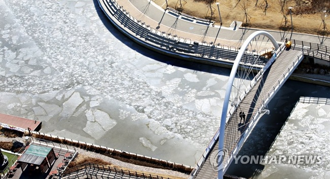 Temperatures in Incheon dropped to minus 12.8 degrees Celsius over the weekend, and have stayed on a similar level early this week. (Image: Yonhap)