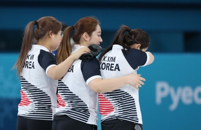 The women's curling semi-final with Japan was one of the most watched events, as over 46 percent of viewers tuned in to watch the nail-biting, extra-ends game that booked South Korea to the final.(Image: Yonhap)