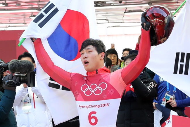 South Korean skeleton racer Yun Sung-bin made history when he became the first Asian athlete to win a gold medal in the winter sport. (Image: Yonhap)
