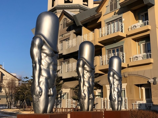 """Bullet Men"" Statues and Human-faced Bird, Surprise Stars of Olympics"