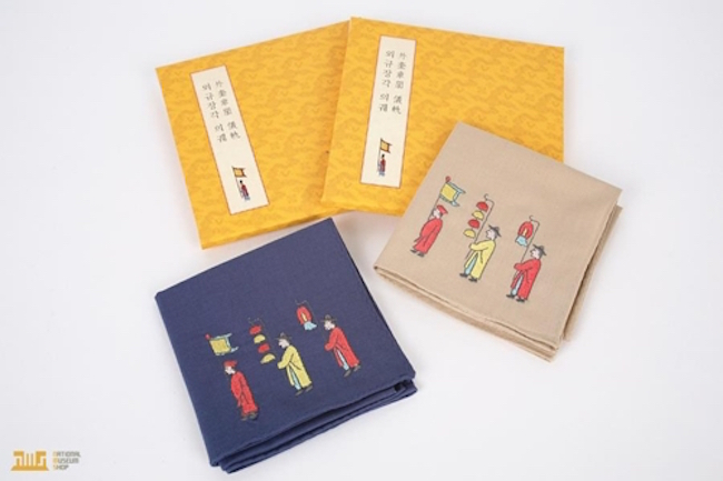 Handkerchiefs sold at museum gift shop. (Image: Cultural Foundation of National Museum of Korea)