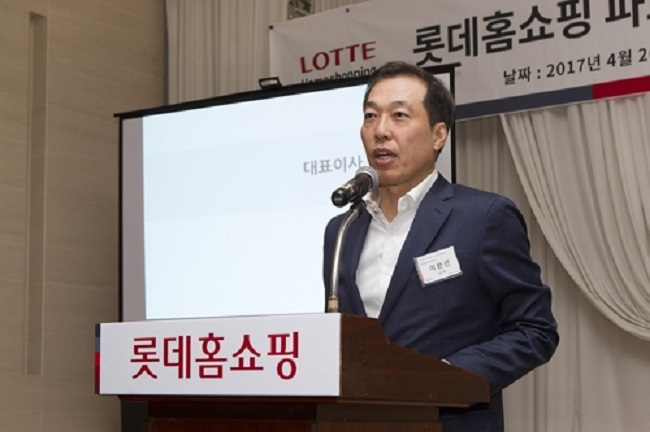 The head of Lotte Homeshopping, the TV shopping channel of South Korean retail giant Lotte, said Wednesday that the company will complete its withdrawal from the Chinese market by 2021. (Image: Yonhap)