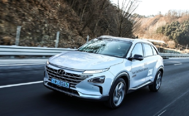 A 250-kilometer-long test drive proved that Hyundai Motor Co.'s hydrogen-powered Nexo is unrivaled in terms of fuel economy, but also illustrated how weak recharging infrastructure in South Korea remains a major hurdle for the growth of the next-generation vehicle. (Image: Yonhap)