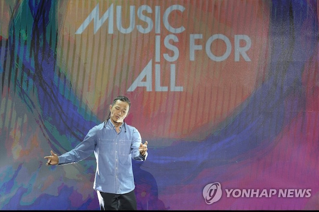 Dancer Poppin' Hyun-joon, who sampled the song production technology and put on a dance performance to music that he co-created with the machine, expressed surprise at the 30 seconds it took for his song to be produced. (Image: Yonhap)