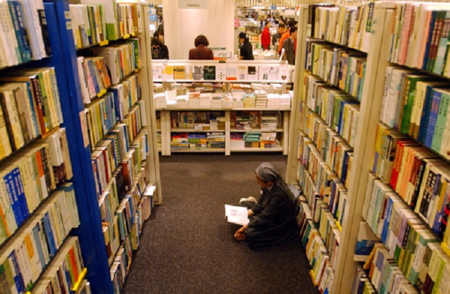Four out of ten South Korean adults didn't read a single book last year, but 60 percent don't feel that their level of reading is lacking. (Image: Yonhap)
