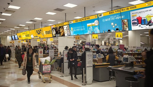 The study conducted by supermarket giant E-Mart showed that the number of customers peaked when the temperature hit minus 5 degrees Celsius, also known as the 'golden temperature' in the South Korean retail industry. (Image: E-Mart)