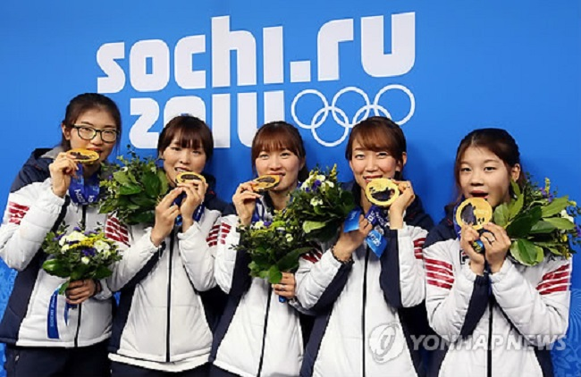 Gold Medalists in women's short track 3,000m relay at Sochi Winter Olympics (Image: Yonhap)