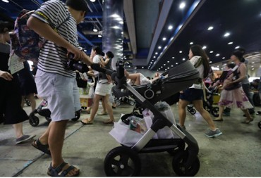 Seoul Area Dads to be Paid 300,000 Won Monthly for Taking Paternity Leave