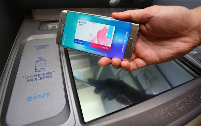 With use of new financial transaction services such as mobile payment apps growing, the FSS will conduct inspections of these services to check for security concerns. (Image: Yonhap)