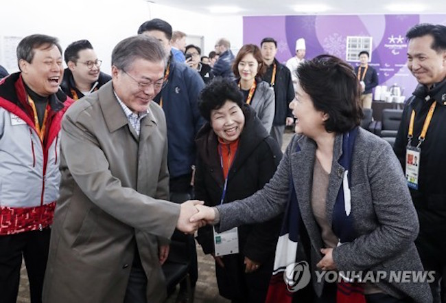 Meanwhile, Moon arrived in Pyeongchang on March 14 and was greeted with a welcoming handshake by Kim, much to the delight of onlookers. The two watched cross-country skiing together. (Image: Yonhap)