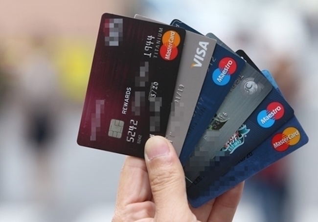 Eight standalone credit card firms posted a combined net profit of 1.22 trillion won (US$1.13 billion) in 2017, down 32.3 percent from a year earlier, according to the data released by the Financial Supervisory Service (FSS). (Image: Yonhap)