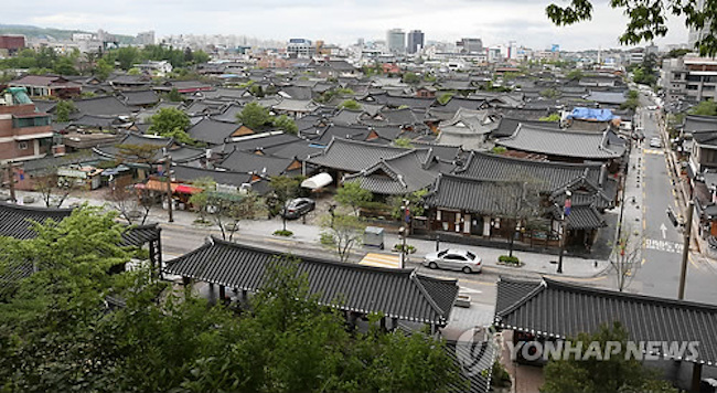 The city of Jeonju revealed on March 13 that 11.09 million tourists had come to Jeonju Hanok Village last year. (Image: Yonhap)