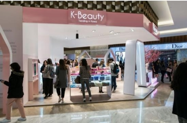 In Mexico, a K-beauty store selling goods from South Korean cosmetics SMEs at department store El Palacio de Hierro opened last year. (Image: KOTRA)