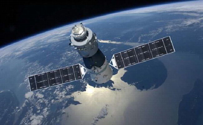 The defunct Tiangong 1 is expected to enter the Earth's atmosphere sometime between 6:00 p.m. on Sunday and 2:00 p.m. on Monday somewhere between latitudes 43 degrees north and 43 degrees south. (Image: Yonhap)