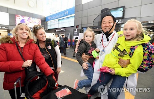 The number of foreigners who visited South Korea in February marked a sharp decline from a year ago despite its hosting of the Winter Olympics in the alpine town of PyeongChang, data from the justice ministry showed Monday. (Image: Yonhap)