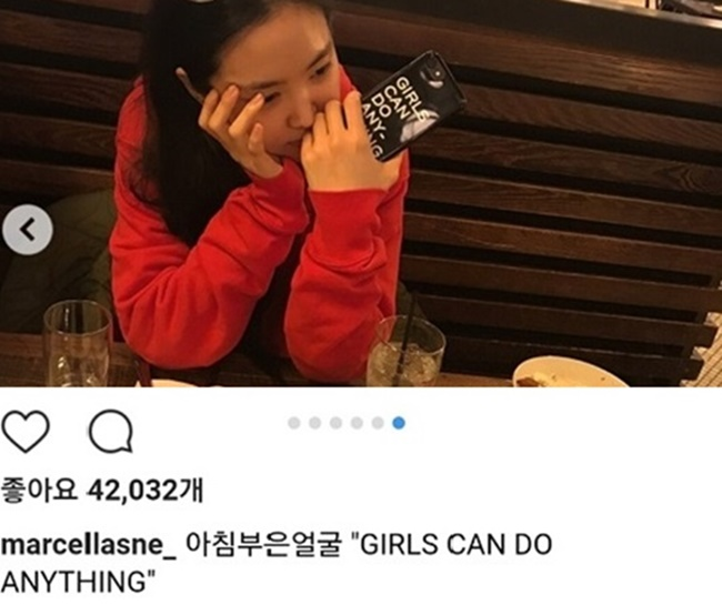 K-pop singer Son Na-eun was subject to similar criticism from some fans after being seen using a phone case that said 'Girls can do anything' in capital letters. (Image: Instagram)