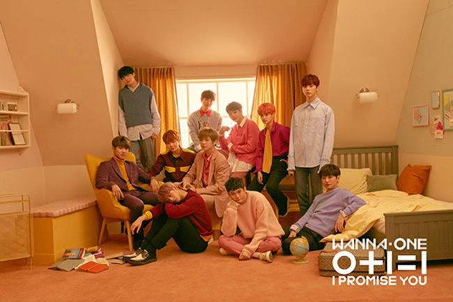 Wanna One's New Album Logs 700,000 Copies in Pre-Order