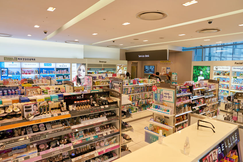 The South Korean drug store chain is the most popular workplace for part-time workers in South Korea, according to a survey conducted by part-time job search engine Albamon, with nearly 30 percent opting for the company. (Image: Kobiz Media)