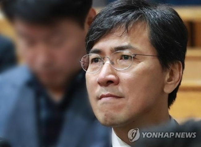 Former South Chungcheong Province Gov. An Hee-jung is shown in this file photo. (Image: Yonhap)