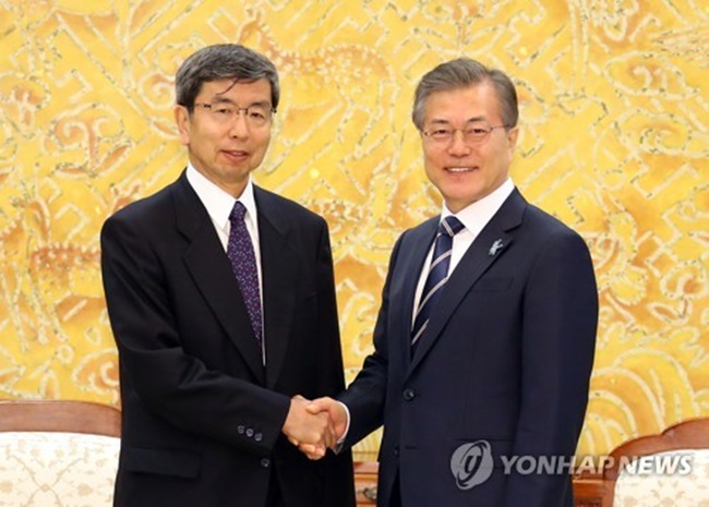 South Korean President Moon Jae-in (R) shakes hands with ADB President Takehiko Nakao before the start of their meeting at his office Cheong Wa Dae in Seoul on March 14, 2018. (Image: Yonhap)