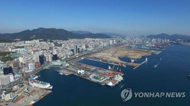 This photo provided by Busan Port Authority shows Busan Port on South Korea's southeastern coast on March 8, 2018. (Yonhap)