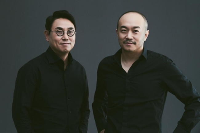 Yeo Min-soo (L) and Joh Su-yong were named as new CEOs of Kakao Corp., the operator of South Korea's top mobile messenger, KakaoTalk, on March 16, 2018. (Image: Yonhap)