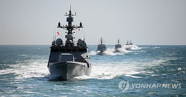 This file photo shows South Korean naval ships staging a drill to commemorate the 2010 Cheonan corvette sinking by a North Korean torpedo attack. (Image: Yonhap)