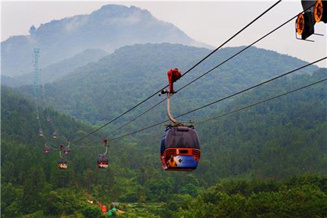 The project, funded by private capital from Geoje Cable Car Corp. consisting of a group of companies, will see nearly 60 billion won injected to build a cable car connecting Hakdong Gogae and Nojasan Mountain Observatory by March 2020. (Image: Yonhap)