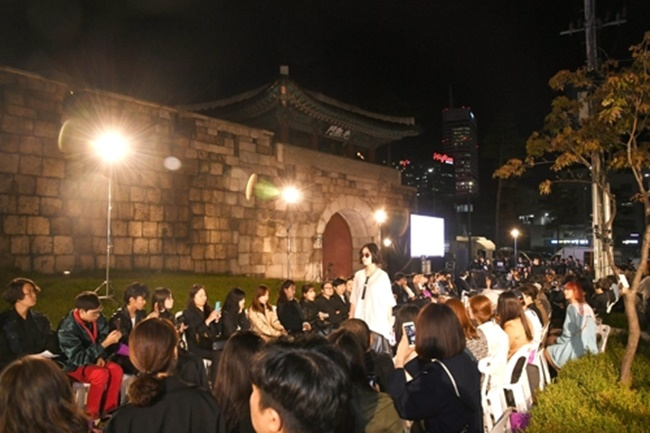 Under the main theme 'a spring night, fashion and cultural feast', this year's cultural event will take place in tandem with 2018 Seoul Fashion Week from March 19 to 24, the Jung-gu District Office said on Wednesday. (Image: Jung-gu District Office)