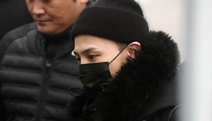 K-pop singer G-Dragon arrives at an Army basic training camp in Cheorwon on Feb. 27, 2018, to begin his mandatory military service. (image: Yonhap)