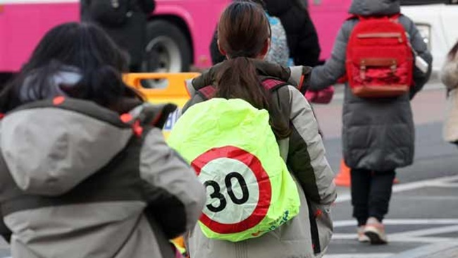 The number of children victim to deadly car accidents while walking in South Korea was 1.5 times higher than the OECD average, while the figure among seniors was nearly five times higher as of 2015.(Image: Yonhap)